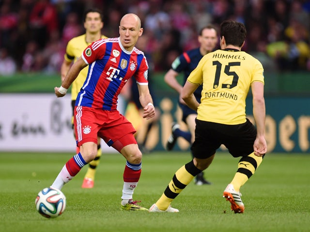 Dortmund's defender Mats Hummels and Bayern Munich's Dutch midfielder Arjen Robben vie for the ball during the DFB German Cup final football match BVB Borussia Dortmund vs Bayern Munich at the Olympic Stadium in Berlin on May 17, 2014