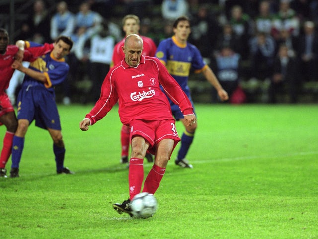 Gary McAllister of Liverpool scores from the penalty spot during the UEFA Cup Final against Deportivo Alaves on May 16, 2001