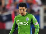 Gonzalo Pineda #8 of the Seattle Sounders FC controls the ball against the FC Dallas on April 12, 2014