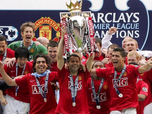 Ryan Giggs lifts the Premier League trophy on May 11, 2008.