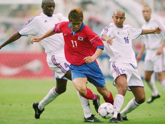 South Korea's Seol Ki-hyeon battles for possession against France on May 30, 2001.
