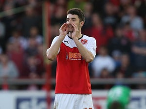 McLaughlin signs Fleetwood extension