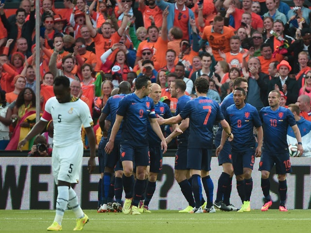 Result: Van Persie strike gives Holland win