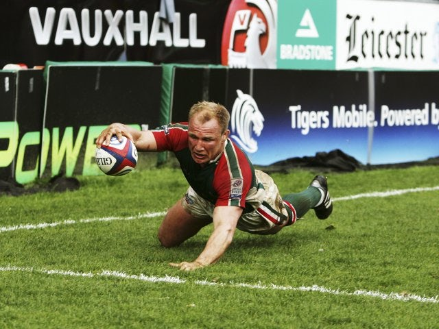 Neil Back scores a try for Leicester Tigers on April 30, 2005.