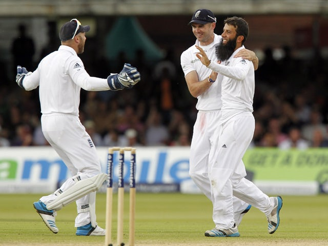 Englands Moeen Ali celebrates taking the wicket of Sri Lankas Kumar Sangakkara for 147 runs with Englands James Anderson during the third day of the first cricket Test match between England and Sri Lanka at Lord's cricket ground in London on June 14, 201