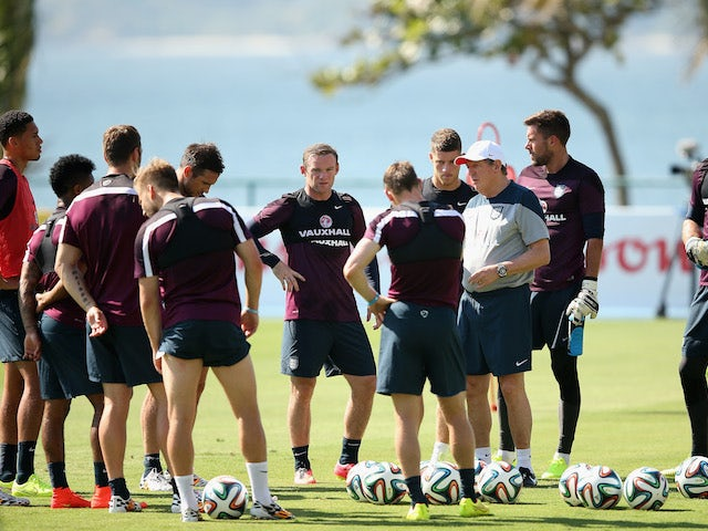 Roy Hodgson addresses the England squad during a training session in Rio de Janeiro on June 9, 2014