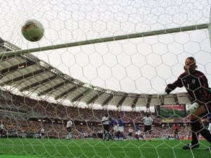 OTD: Ronaldinho lobs Seaman as Brazil progress