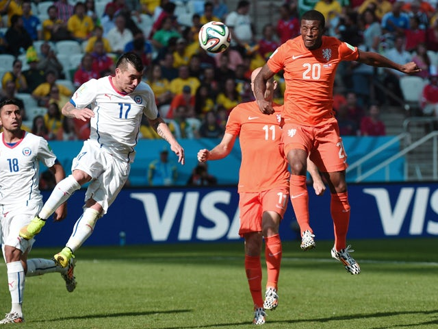 Chile's defender Gary Medel and Netherlands' midfielder Georginio Wijnaldum vie during the Group B football match between Netherlands and Chile at the Corinthians Arena in Sao Paulo during the 2014 FIFA World Cup on June 23, 2014