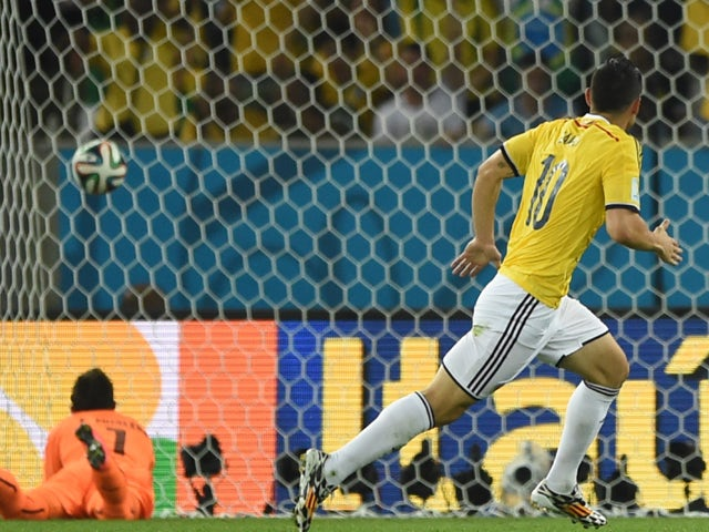 Uruguay's goalkeeper Fernando Muslera fails to save Colombia's midfielder James Rodriguez' (R) shot during the Round of 16 football match between Colombia and Uruguay at the Maracana Stadium in Rio de Janeiro during the 2014 FIFA World Cup in Brazil on Ju