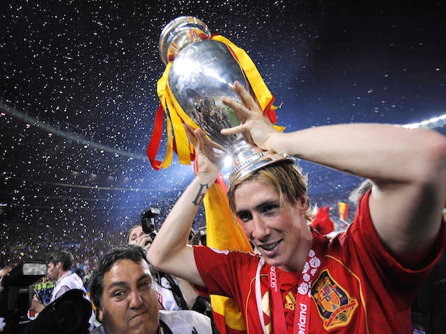 Spanish forward Fernando Torres holds the Euro 2008 championships trophye after winning the final football match against Germany on June 29, 2008