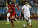 Belgium's midfielder Marouane Fellaini (L) challenges US forward Clint Dempsey for the ball during the Round of 16 football match on July 1, 2014