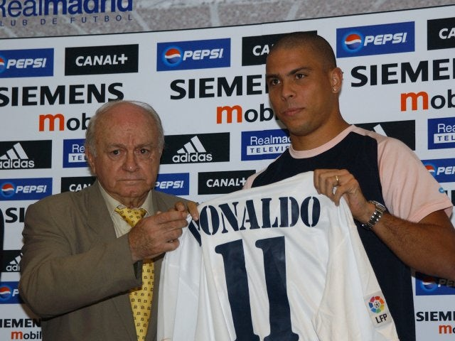 Alfredo di Stefano unveils Ronaldo as a Real Madrid player on September 02, 2002.