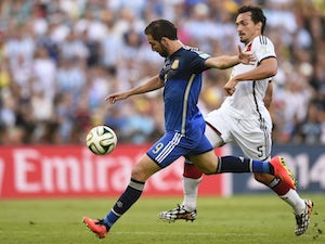 Argentina's forward Gonzalo Higuain (L) and Germany's defender Mats Hummels vie for the ball during the 2014 FIFA World Cup final football match on July 13, 2014