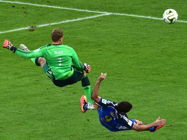 Germany's goalkeeper Manuel Neuer (L) and Argentina's forward Gonzalo Higuain compete for the ball during the final football match on July 13, 2014