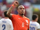Netherlands' midfielder Nigel de Jong celebrates their victory at the end of a Group B football match against Chile on July 8, 2014