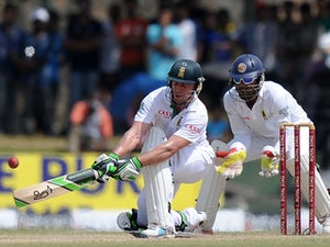 SA bowled out for 421 before tea
