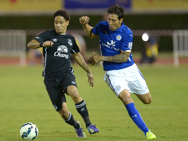Everton football player Steven Pienaar battles for the ball with Leonardo Ulloa of Leicester City during the football friendly match at Supachalasai Stadium in Bangkok on July 27, 2014
