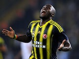 Moussa Sow celebrates scoring for Fenerbahce on August 06, 2013.