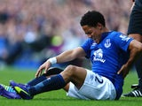 Steven Pienaar of Everton reacts to an injury during the Barclays Premier League match between Everton and Arsenal at Goodison Park on August 23, 2014