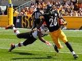 Le'Veon Bell #26 of the Pittsburgh Steelers avoids a tackle by Karlos Dansby #56 of the Cleveland Browns during the second quarter at Heinz Field on September 7, 2014