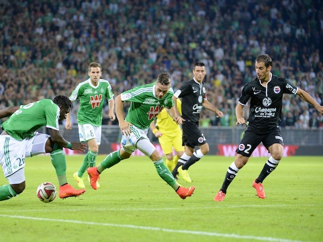 Saint Etienne's French midfielder Romain Hamouma (C) and Saint Etienne's Senegalese defender Moustapha Bayal Sall (L) vie for the ball with Caen's French midfielder Nicolas Seube on September 13, 2014