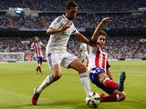 Real Madrid's defender Alvaro Arbeloa (L) vies with Atletico Madrid's Portuguese midfielder Tiago during the Spanish league football match on September 13, 2014