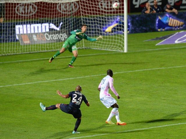 Bordeaux's French Tunisian midfielder Wahbi Khazri shoots to score his team's second goal during the French L1 football match Bordeaux (GBFC) vs Evian Thonon Gaillard (ETGFC) on September 19, 2014