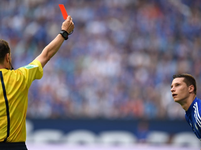 Referee Markus Schmidt shows the red card to Schalke's midfielder Julian Draxler during the German first division Bundesliga football match FC Schalke 04 vs Eintracht Frankfurt at the Veltins Arena in Gelsenkirchen, western Germany on September 20, 2014