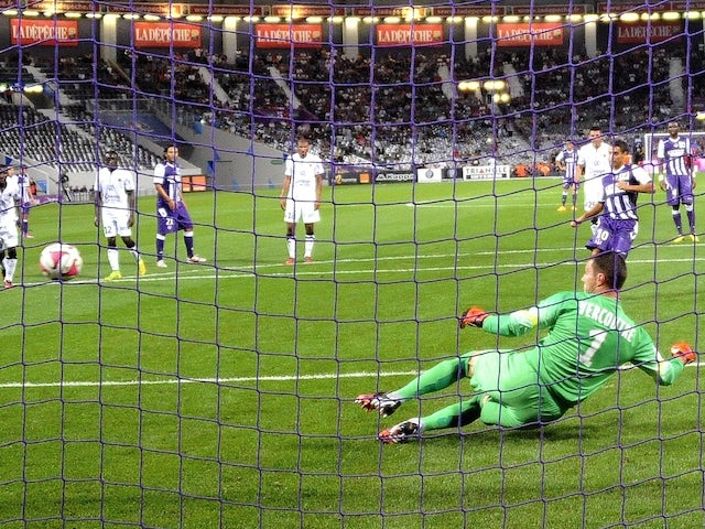 Toulouse's French Tunisian forward Wissam Ben Yedder hits a penalty kick against Caen on September 20, 2014
