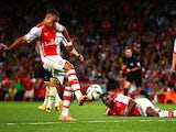 Alex Oxlade-Chamberlain of Arsenal scores his team's first goal during the Barclays Premier League match between Arsenal and Tottenham Hotspur on September 27, 2014