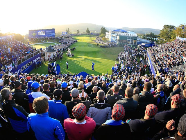 Martin Kaymer of Europe hits his opening tee shot on the 1st hole during the Morning Fourballs of the 2014 Ryder Cup on the PGA Centenary course at Gleneagles on September 26, 2014