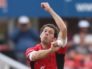 Shreck signs new Leicestershire contract