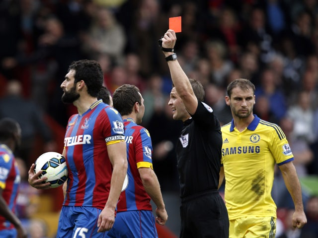Referee Craig Pawson shows the red card to Crystal Palace's Irish defender Damien Delaney during the English Premier League football match between Crystal Palace and Chelsea at Selhurst Park in south London on October 18, 2014