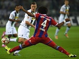 Monchengladbach's striker Max Kruse and Bayern Munich's Brazilian defender Dante vie for the ball during the German First division Bundesliga football match Borussia Monchengladbach v FC C Muenchen on October 26, 2014