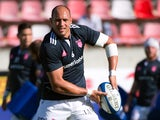 Stade Francais' Italian number 8 and captain Sergio Parisse warms up prior to the French Top 14 rugby union match between Castres Olympique and Stade Francais Paris on August 16, 2014