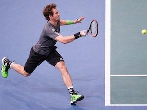 Murray reaches third round in Paris
