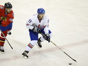Britain on course for ice hockey gold