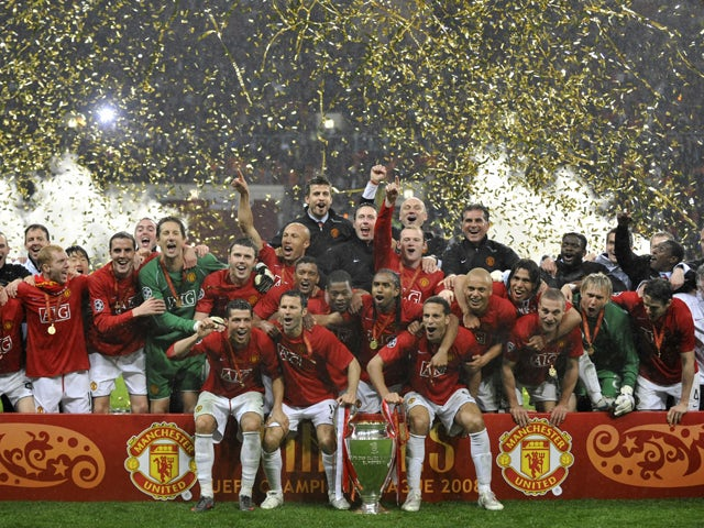 Manchester United players pose with the trophy after beating Chelsea in the final of the Champions League football match at the Luzhniki stadium in Moscow on May 21, 2008