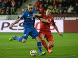 Czech Republic's Pavel Kaderabek (R) vies for the ball with Iceland's Kolbeinn Sigthorsson during the UEFA 2016 European Championship qualifying round Group A football match on November 16, 2014