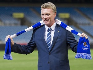 David Moyes poses with a scarf during presented as Real Sociedad's new head coach at Estadio Anoeta on November 13, 2014 in San Sebastian, Spain