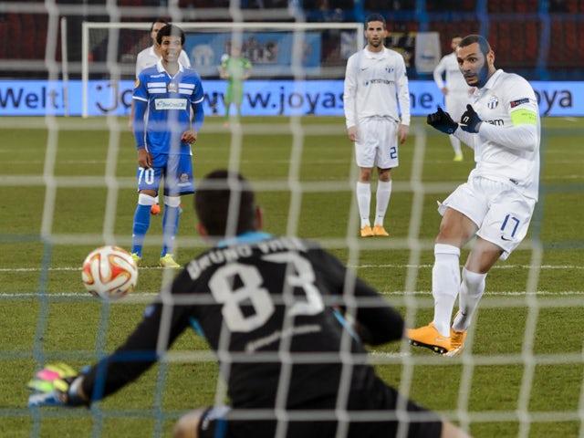 Zurich's Tunisian midfielder Yassine Chikhaoui scores a penalty kick during the UEFA Europa League Group A football match FC Zurich vs Apollon Limassol FC at the Letzigrund stadium on November 27, 2014