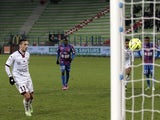 Nice's French midfielder Eric Bautheac scores a goal during the French L1 football match against Caen on December 6, 2014