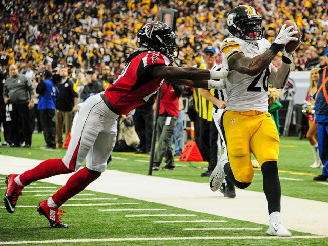 Le'Veon Bell #26 of the Pittsburgh Steelers rushes for a touchdown past Desmond Trufant #21 of the Atlanta Falcons in the second half at the Georgia Dome on December 14, 2014