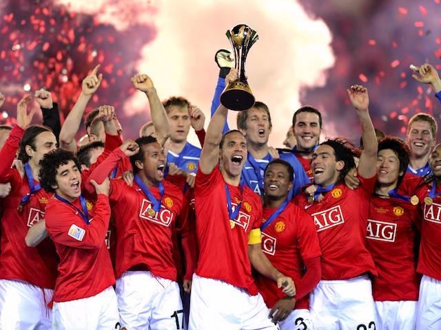 Manchester United captain Rio Ferdinand (C) and teammates celebrate their win over Ecuador's Liga de Quito during an award ceremony at the FIFA Club World Cup 2008 in Yokohama on December 21, 2008