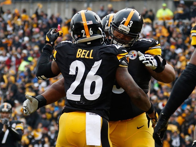 Le'Veon Bell #26 celebrates his touchdown with Ramon Foster #73 of the Pittsburgh Steelers during the second quarter against the Kansas City Chiefs at Heinz Field on December 21, 2014