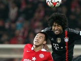 Mainz' Japanese striker Shinji Okazaki (L) and Bayern Munich's Brazilian defender Dante vie for the ball during the German First division Bundesliga football match on December 19, 2014