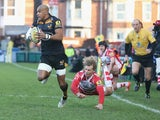 Tom Varndell of Wasps breaks clear of Billy Twelvetrees during the Aviva Premiership match between Gloucester and Wasps at Kingsholm Stadium on December 28, 2014