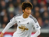 Ki Sung-Yueng in action for Swansea on November 29, 2014