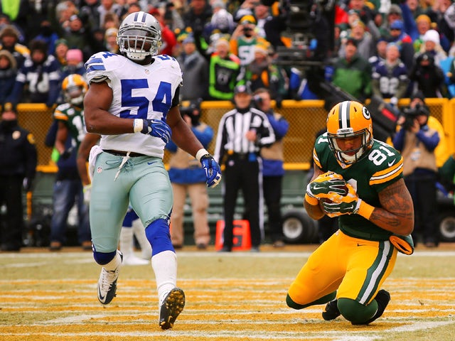 Andrew Quarless #81 of the Green Bay Packers scores a touchdown in the first quarter next to Bruce Carter #54 of the Dallas Cowboys during the 2015 NFC Divisional Playoff game at Lambeau Field on January 11, 2015