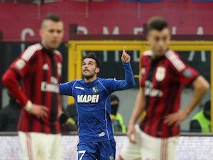 De Jong fires AC Milan into last eight